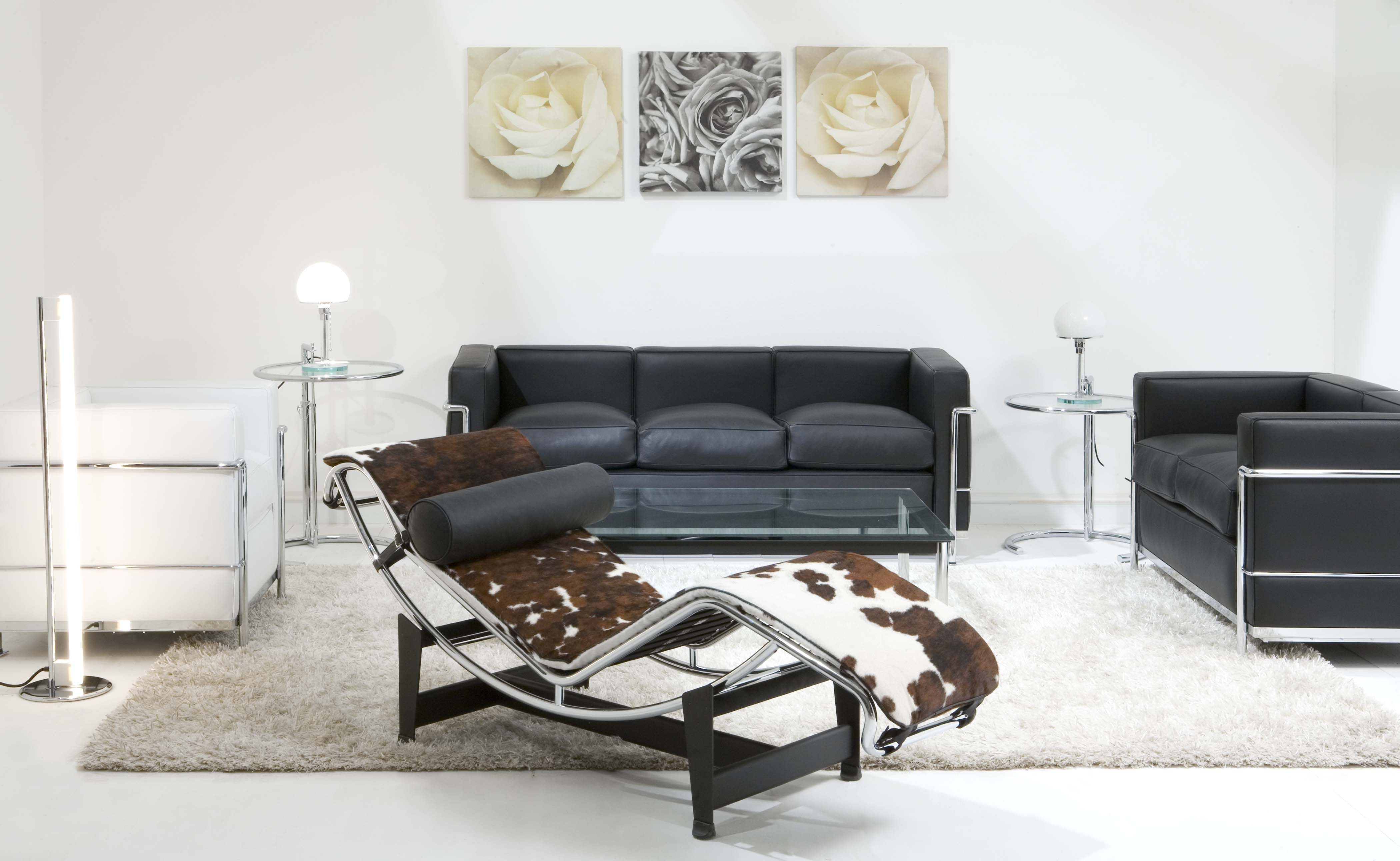 The Ultimate Livingroom: Eileen Gray Adjustable Table, Le Corbusier LC4  Chaise Longue, Eileen