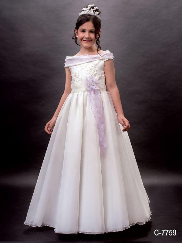 Encantador vestido de comunión con escote barco y un volante lila ...