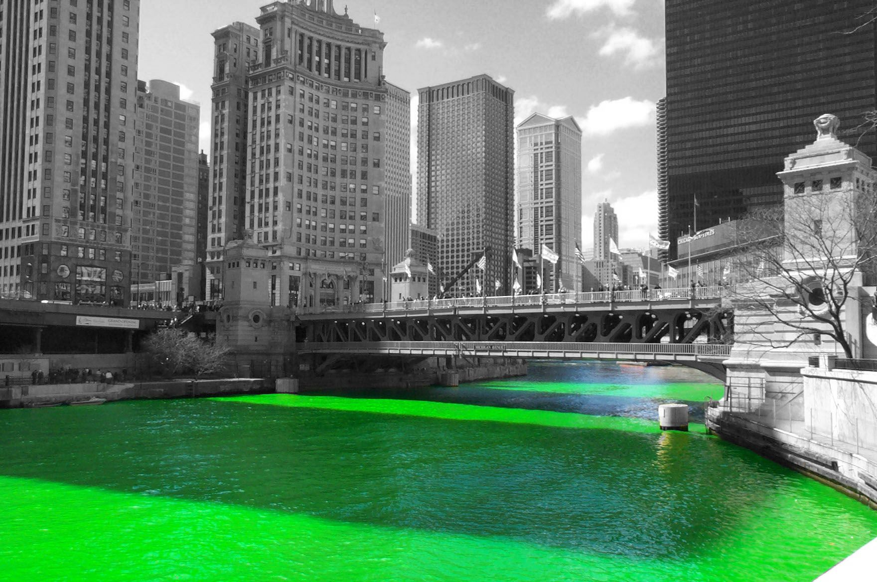 Chicago River turns green for Paddy's Day