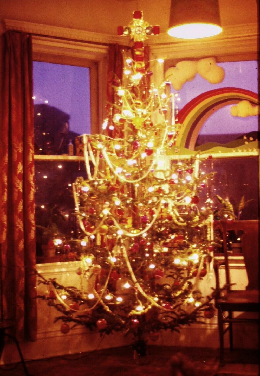 House Christmas Lights San Francisco 2020 A Happy Hippy Tree in 2020   Christmas tree lighting, San