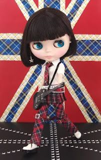 Punkaholic Blythe Doll in Action