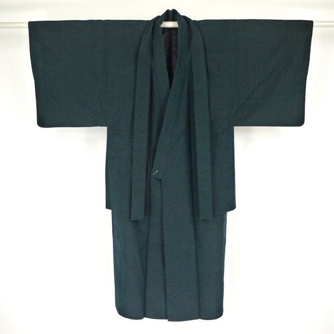 Dark blue, silk kimono and haori set for man / 少々難あり/裄66.5cm/Mサイズ/普段使いに。【男物アンサンブル】正絹/青色/藍色地/味わいのひげ紬柄 【リサイクル着物 通販 古着 あい山本屋】【あす楽】【コンビニ受取対応商品】【中古】 http://www.rakuten.co.jp/aiyama #Kimono #Japan #aiyamamotoya