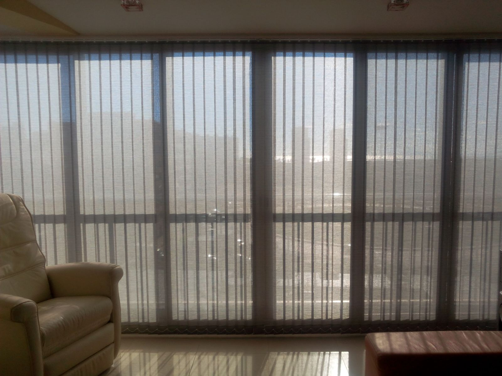 Preciosa cortina vertical confeccionada en tejido rústico PE5000 ...