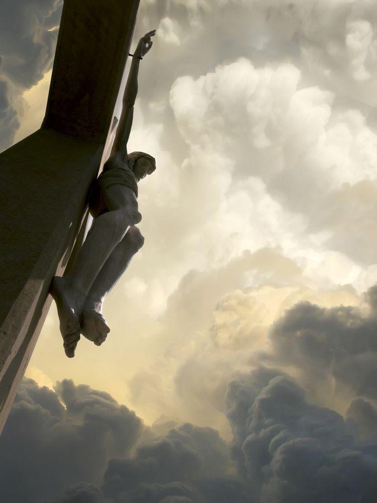 Am Kreuz bekommt es die Sklavin