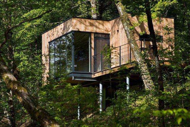 Étonnante maison bois sur pilotis à flanc de montagne au Chili