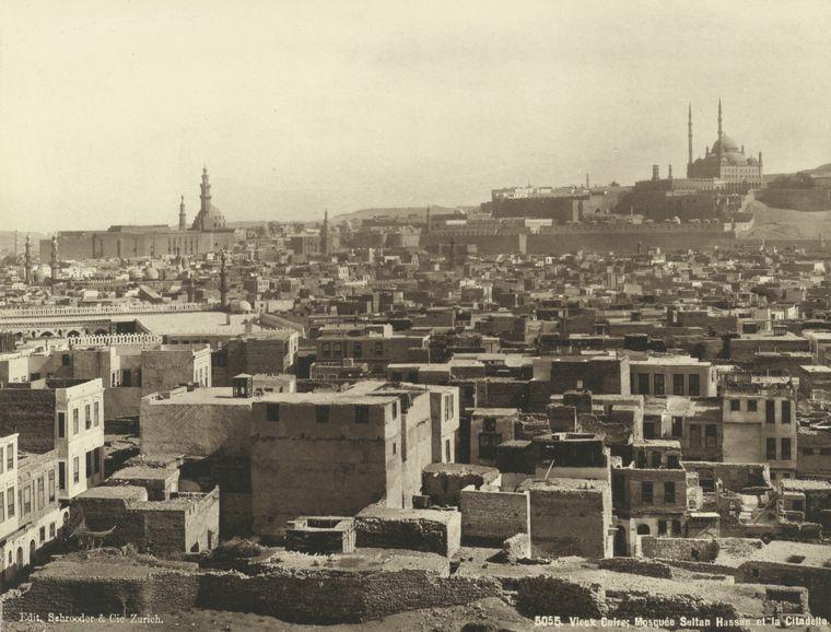 صورة القاهرة القديمة في 1870 وتظهر القلعة في خلفية الصورة