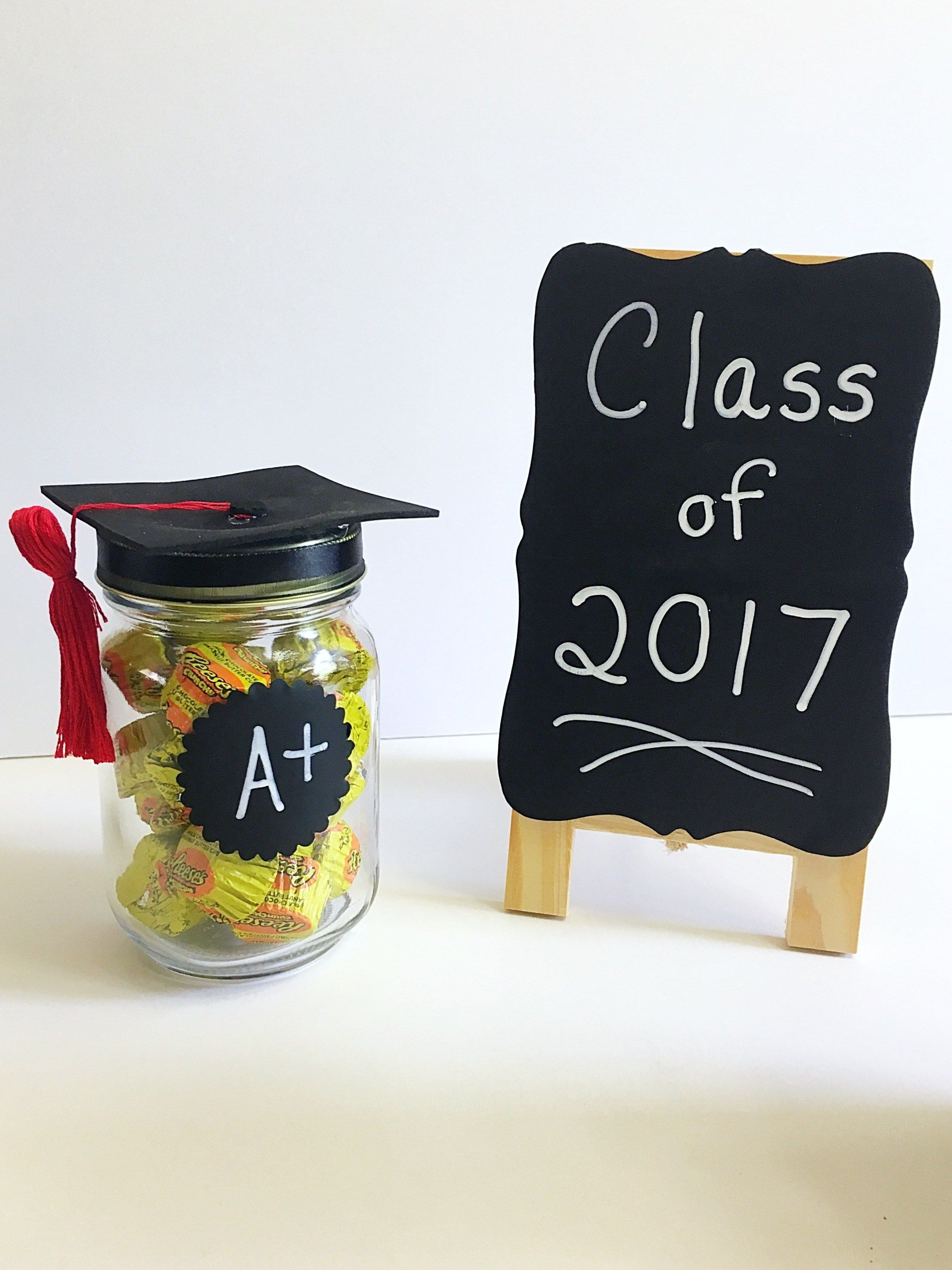 Diy adorable graduation cap mason jars diy graduation