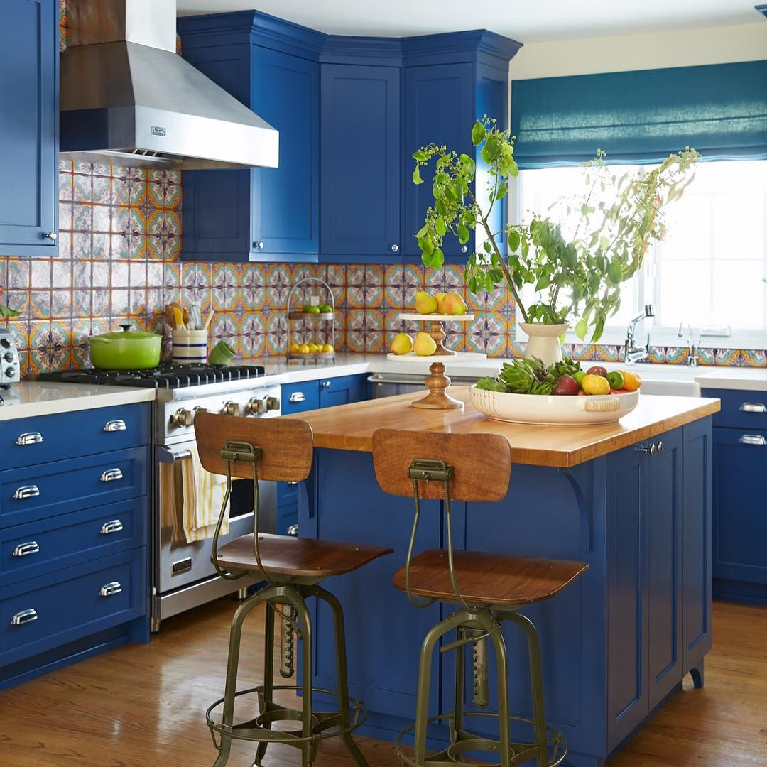 This kitchen fearlessly uses color in abundance. Just look at that ...