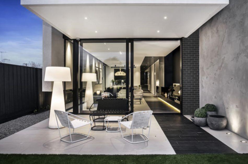 Salida al jardin terraza pinterest casa completa - Casas estrechas y largas ...
