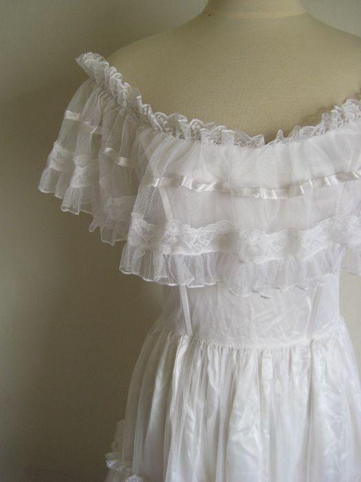 Jessica mcclintock gunne sax lace dress