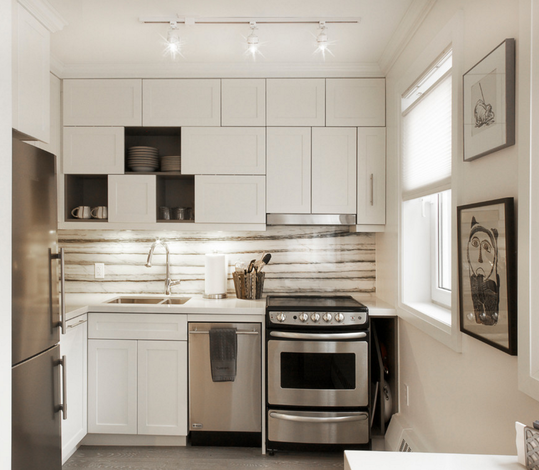 The Best Way To Make Your Kitchen Ceiling Appear Higher Is By Bringing Your Cabinets All The Way Up To Tiny House Kitchen Contemporary Kitchen Kitchen Ceiling