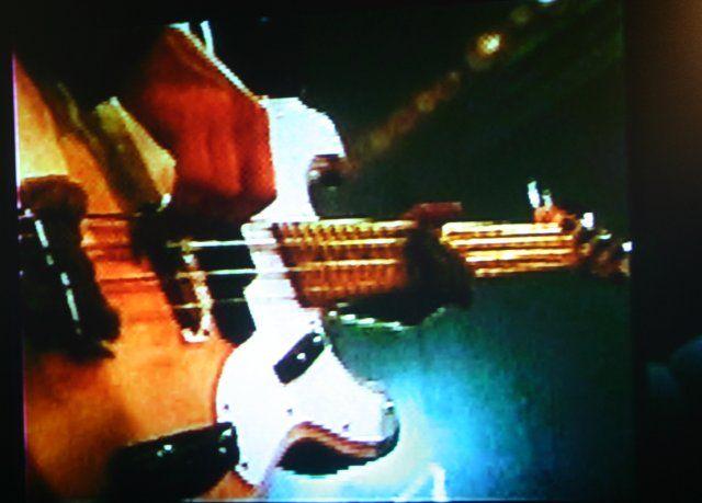 tele-bass.jpg (640×459)