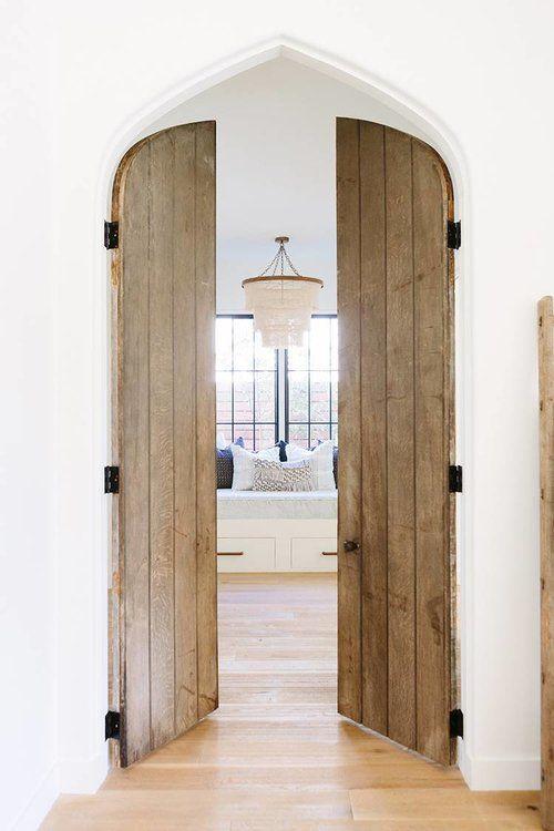 Incredible Wood Doors PHOTO: AIMÉE MAZZENGA ; DESIGN: CLARE KENNEDY AND  MITZI MAYNARD