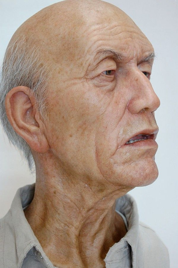 Would you believe this is a sculpture???(Australian artist Ron Mueck)
