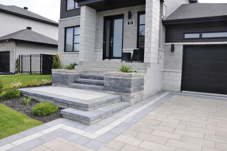 Devant De Maison Amenagement Moderne Avec Escalier En Granit Erable Du Japon Buis Iris E Jardin Moderne Amenagement Jardin Amenagement Jardin Devant Maison