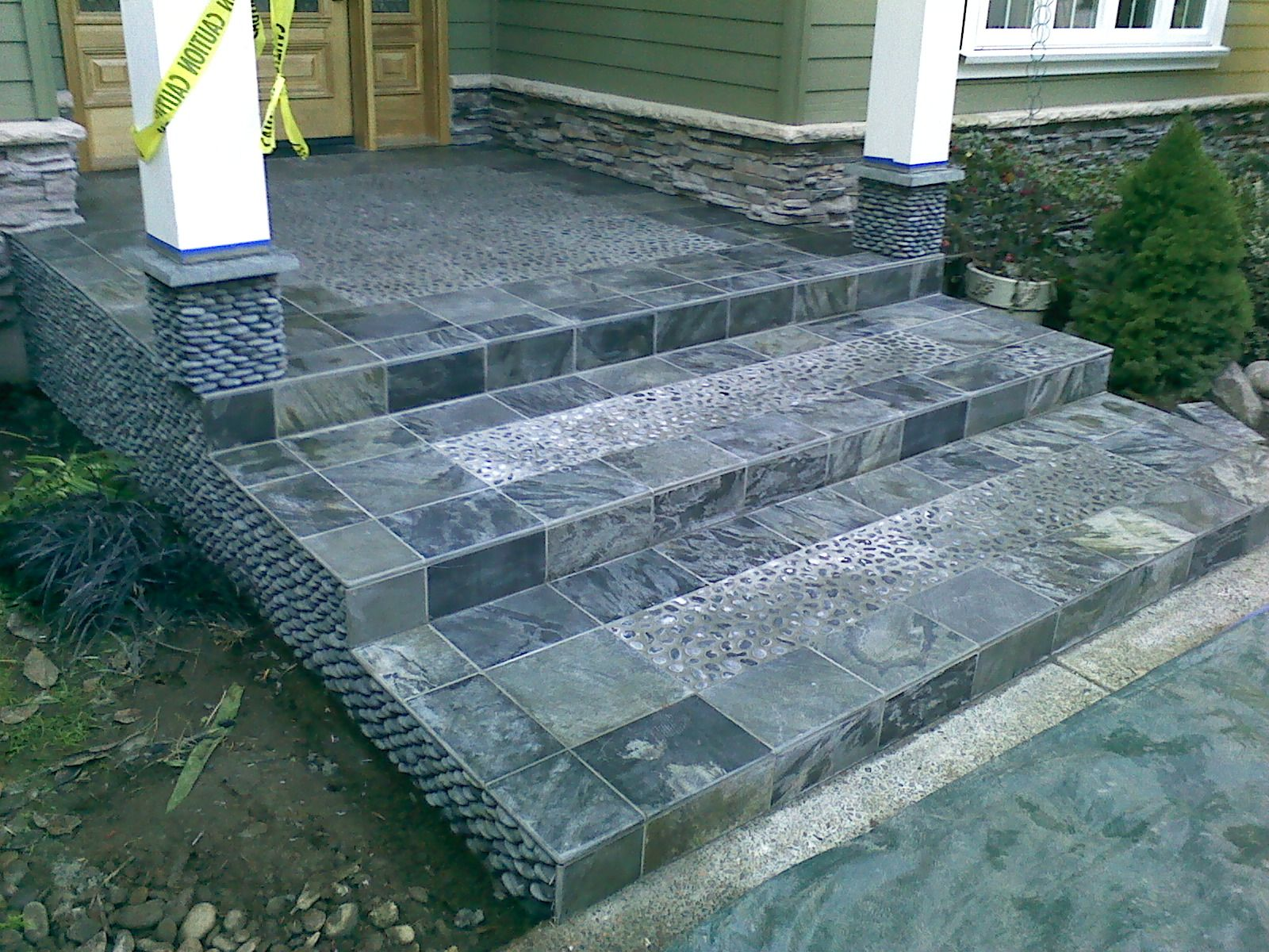 Best Pebble And Slate Outdoor Stairway Stairways Carpet 400 x 300