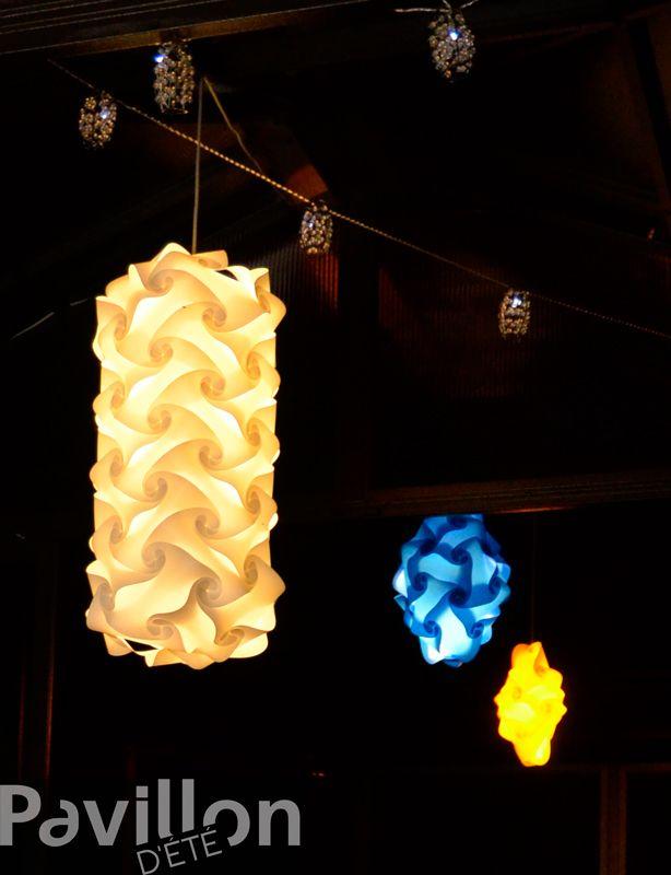 Avec ces lumières, c'est un effet spectaculaire assuré!   http://www.clubpiscine.ca/2503-produit-accessoires-meubles-de-jardin-lampes-lotus.html