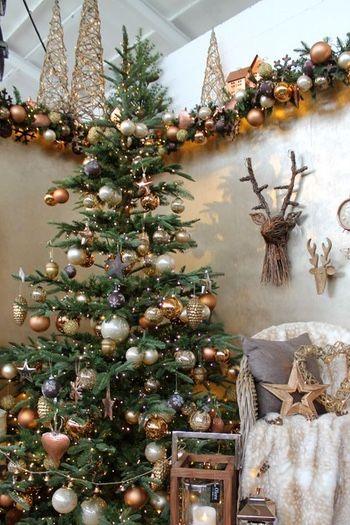 Kerstboom Versieren Met De Trends Van 2017 Woonblog Kerstboom Versieringen Versierde Kerstbomen Mooie Kerstbomen