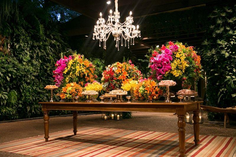 Decoração colorida: lustre da mesa de doces