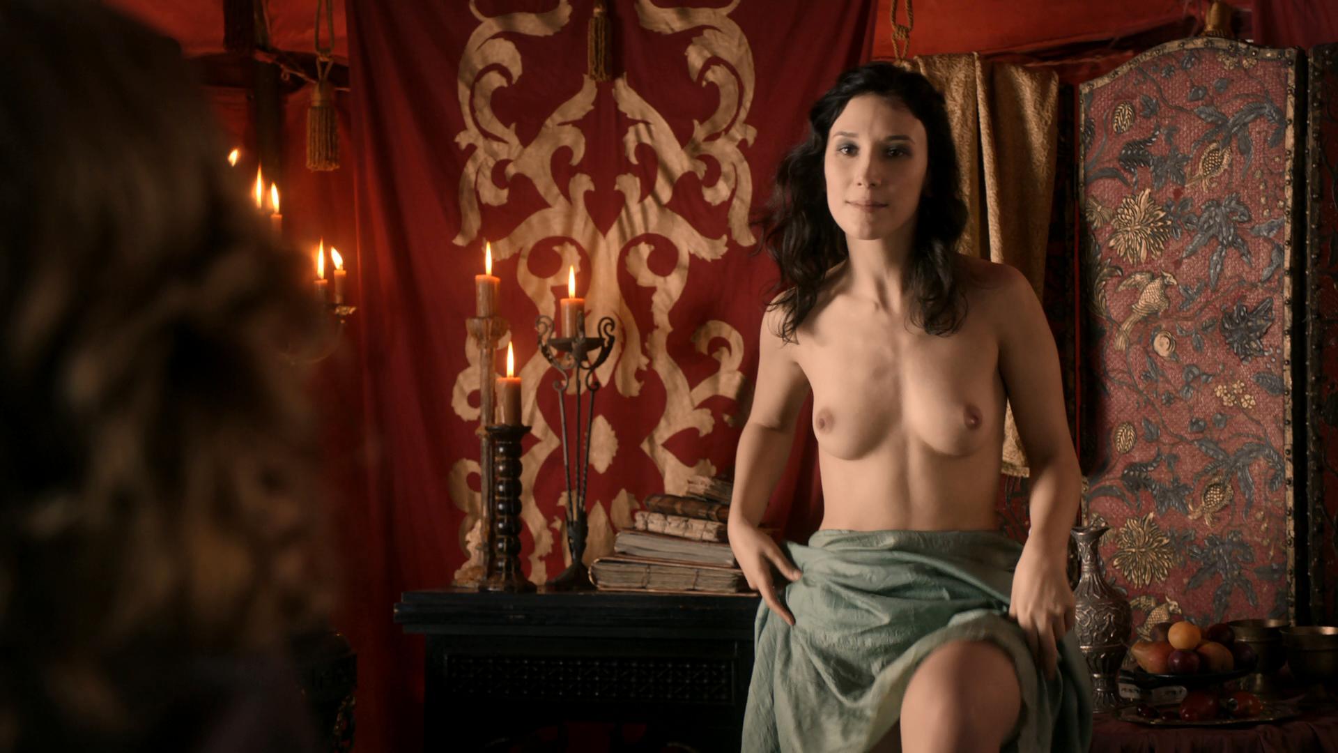 тоже прижала какие актрисы играли голые доверчиво прильнула, мне