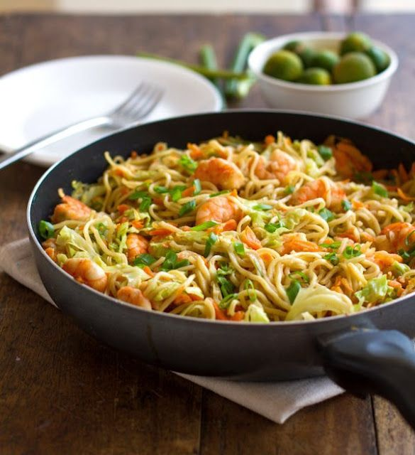 طريقة عمل افضل طبق نودلز بالجمبري و الخضار وقت التحضير 30 دقيقة وقت الطهي 30 دقيقة الوقت الكلى 1 ساعة Shrimp And Vegetables Food Stir Fry Noodles