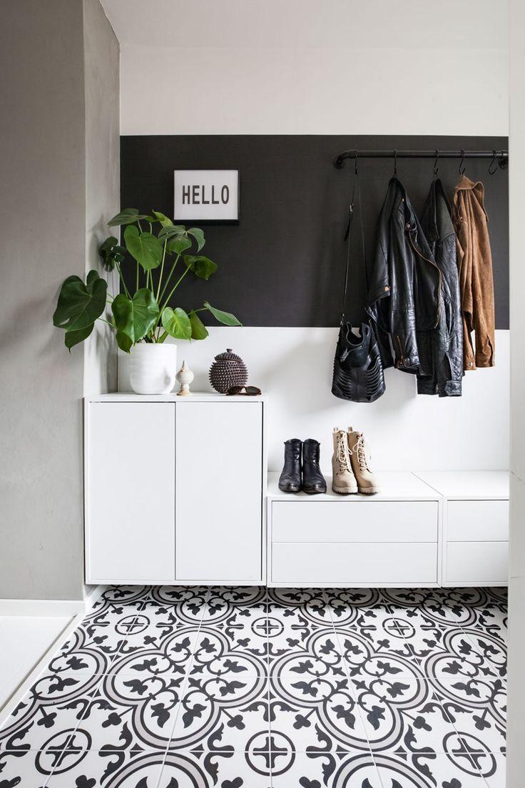 Garderobestang I Ett Med Veggen Hallwaydecorations Deco Entree