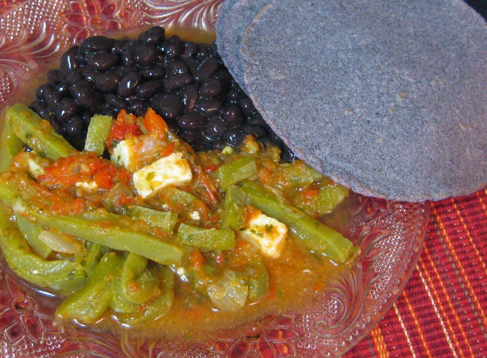 Receta de comida mexicana nopales en salsa roja con queso for Q hacer de comer hoy