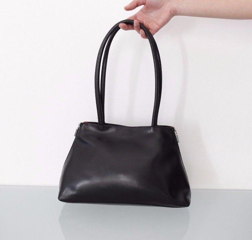 comprare on line 22130 21b5f Borsa a spalla Furla in pelle nera | Abbigliamento e ...