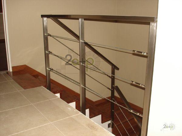 Baranda con tensores para escaleras barandas pinterest for Barandas de madera para escaleras interiores
