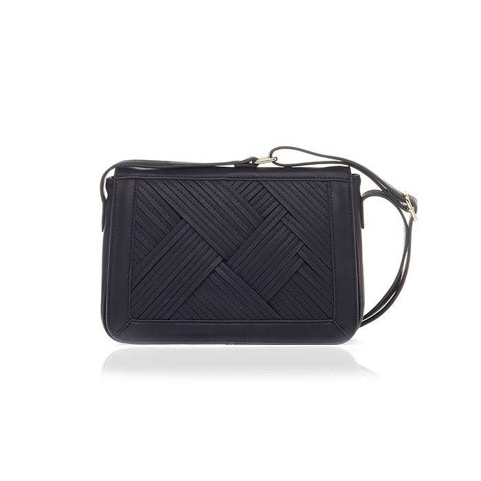Deze mini bag (zwart) is een super handig, maar stijlvol tasje. Je bewaart er je mascara, mobieltje en money in tijdens het uitgaan. Maar ook is dit tasje favoriet bij ons tijdens een dagje shoppen. Je shopt het #tasje hier ---> http://www.livly.nl/mini-bag-black.html