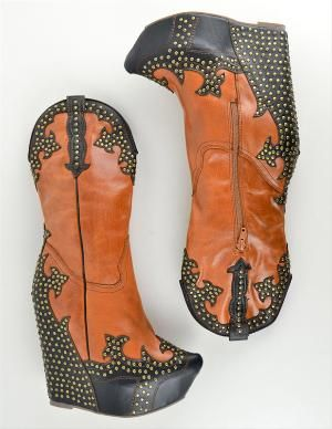 different but pretty fabulous! Ok ok NEVER SEEN THESES IN MY LIFE !!! Can you rock the dance floor?? Oh yes !!
