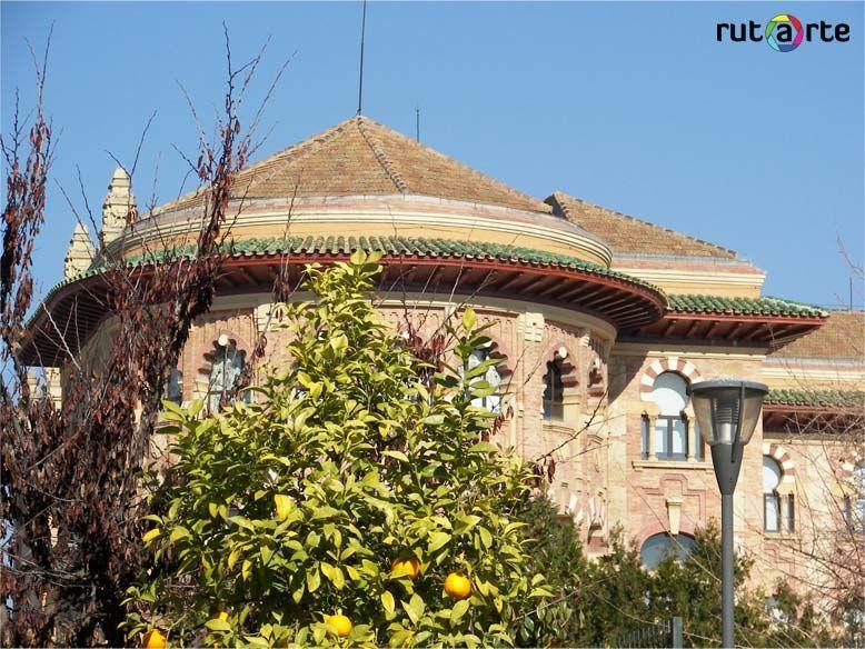 Increíble cada rincón de Córdoba.  El rectorado de la UCO, antigüa facultad de Veterinaria. Impresionante edificio.