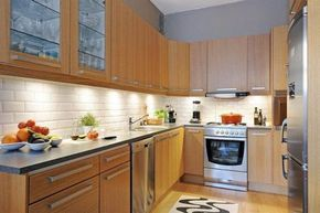 Update Golden Oak Cabinets With Lye Modern Hardware This Article Is Great For If You Don T Modern Oak Kitchen Honey Oak Cabinets Modern Kitchen Backsplash