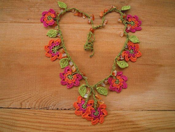crochet necklace orange pink flower green leaves por PashaBodrum