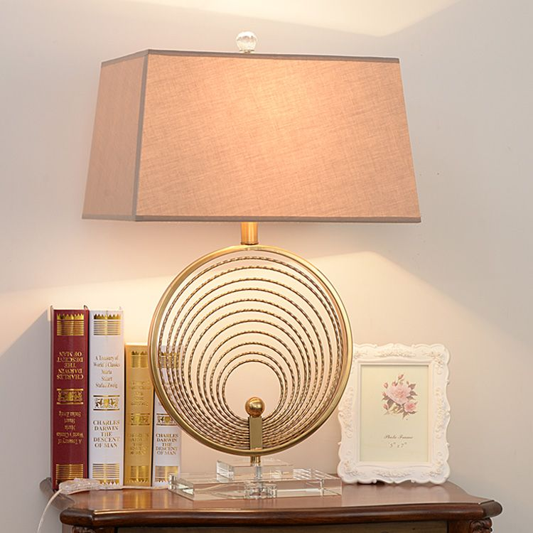 Luxury Overlapping Circle Metal Table Lamp Living Room Classical Bedroom Bedside Table Lights Home Lighting Crystal Bas Lamp Table Lamps Living Room Desk Lamps
