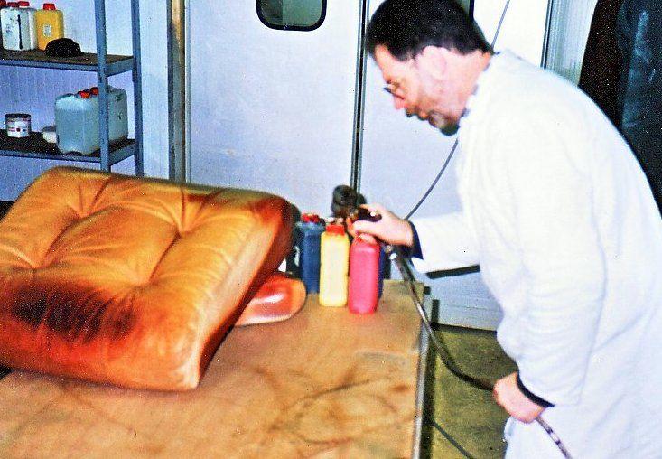 Renovcuir Renover Un Canape Abime Reparation Du Cuir Renovation Cuir Cuir Reparation