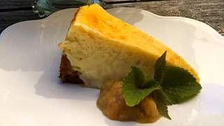 Tämä kakku on juustonystävän unelma.
