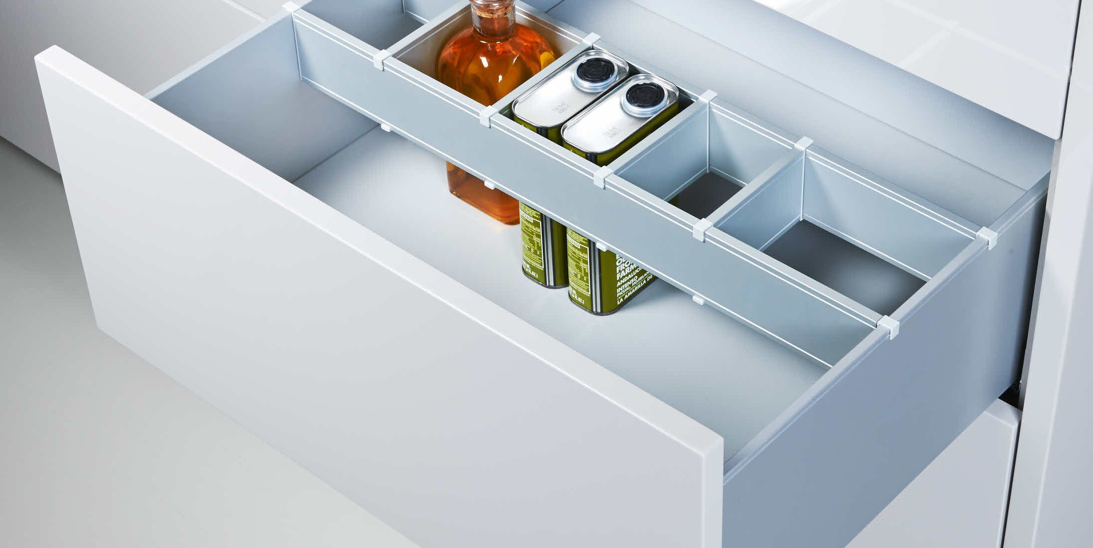 Poggenpohl accessories pullouts with crosswise divider and bottle