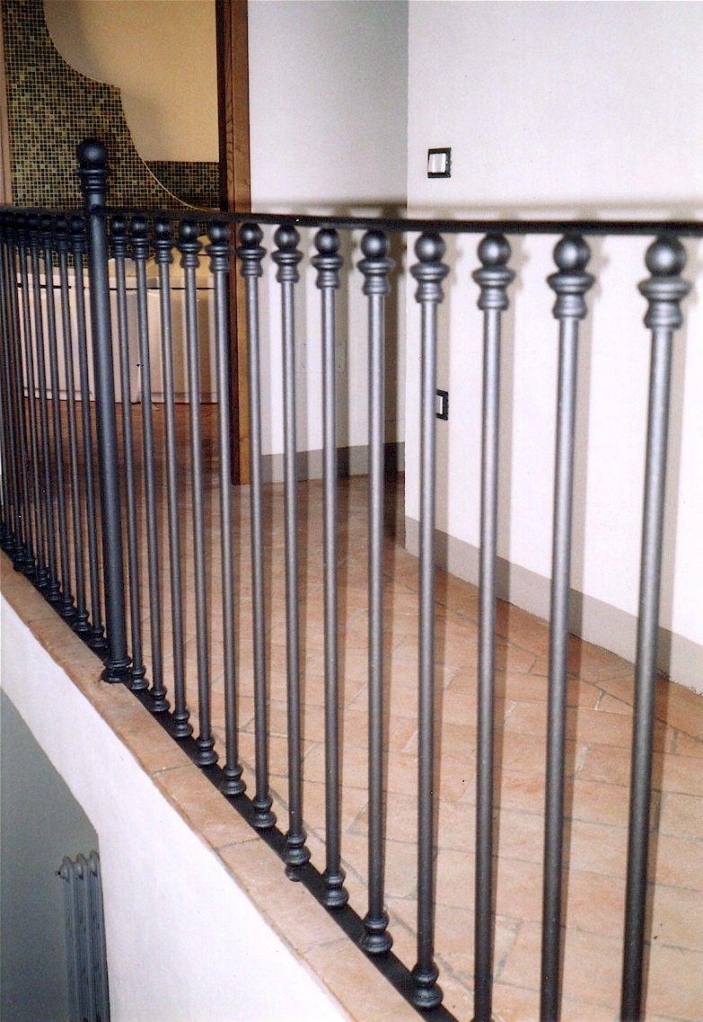 Ringhiere e balaustre in ghisa e ferro battuto per scale e soppalchi costruzione e - Costruzione scale interne ...