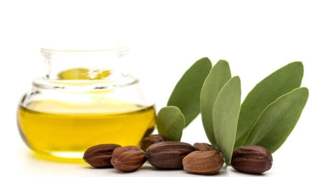 Jojoba Oil Benefits: 7 Incredible Ways to Use it For Beautiful Skin and Hair #jojobaoil