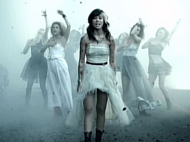 Christina Perri Pops Onto The Share Like Pictures Artist Outfit Christina Perri Beauty Clothes