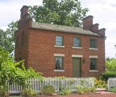 Nauvoo Ill Home Built By Joseph Bates Noble Lucy Mack Smith Lived Here In The Summer Of 1846 Nauvoo Old Houses Building A House