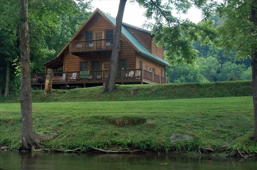Fishin Hole Cabin Overlooking The Little River In Townsend Tn Family Owned Townsend Tennessee Cabins Cabin Rentals In Tennessee Smoky Mountain Cabin Rentals