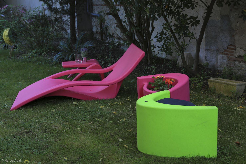 Muse : jardinière-tabouret (vert pomme - rose) / planter-stool ...