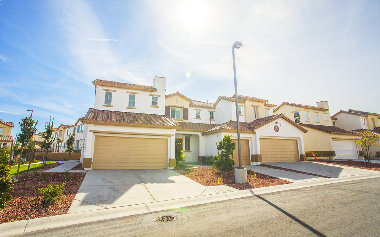 The Sun Shines Bright On Elysian At Southern Highlands Apartments Las Vegas House Exterior House Styles Mansions