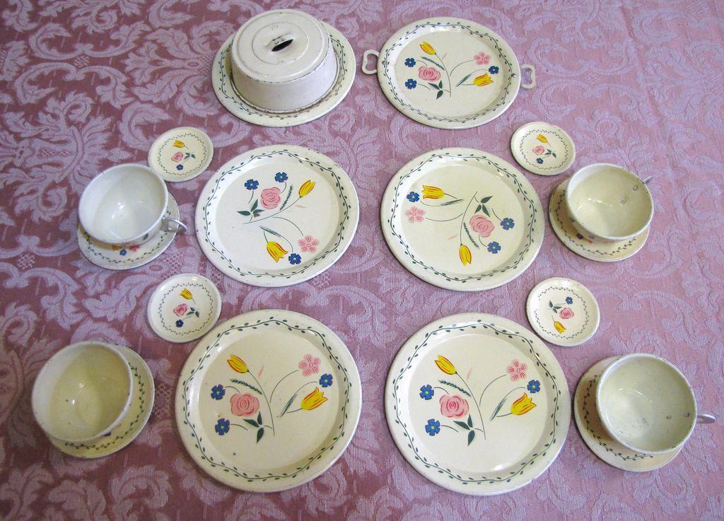 Pretty 1940\u0027s Tin Toy Doll Tea Serving Set Ohio Art with Covered Cake Plate & Pretty 1940\u0027s Tin Toy Doll Tea Serving Set Ohio Art with Covered ...