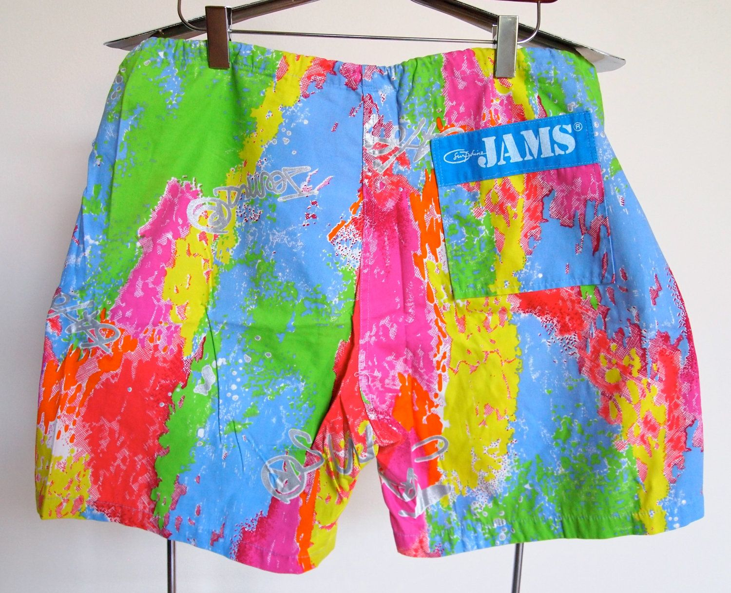Jams Shorts An 80s Summer Fashion Must Have For Both Men And Women Like Totally 80s Flannel Fashion 80s Fashion Simple Trendy Outfits