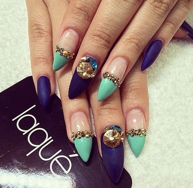 Elegantes uñas puntiagudas en azul y menta #nails | Nails love ...
