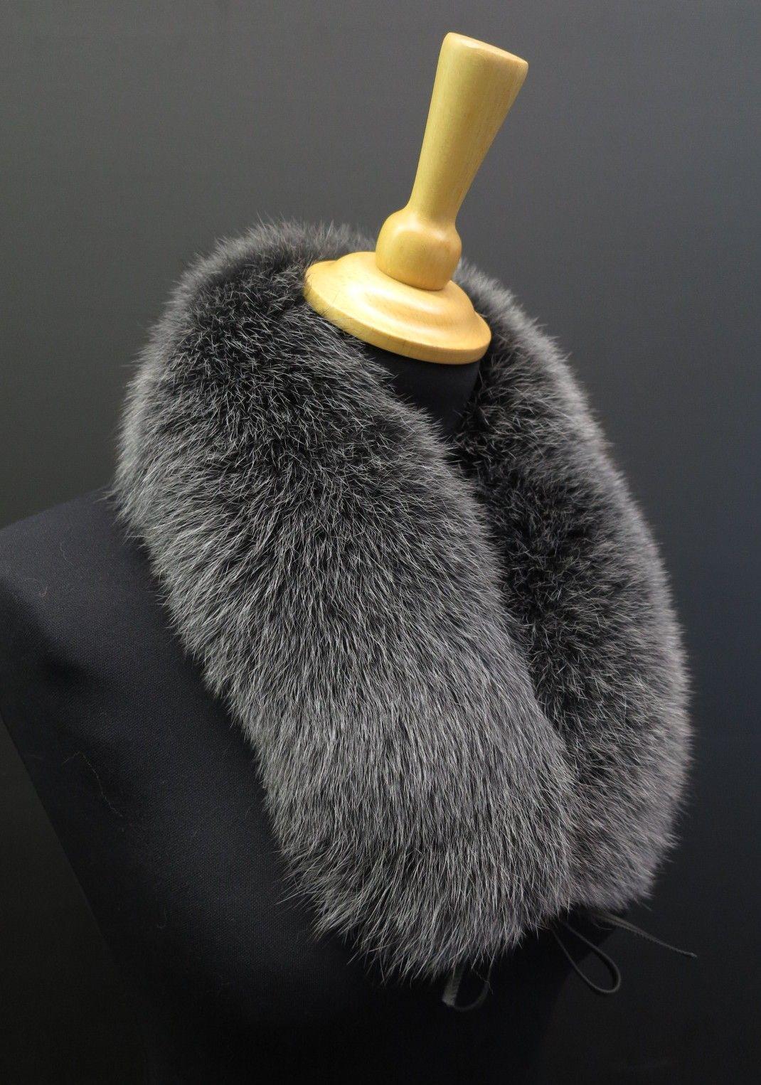 7a3400cbd4b Šedý kožešinový límeček kolem krku z barvené lišky. Pravá kožešina. Český  výrobek.