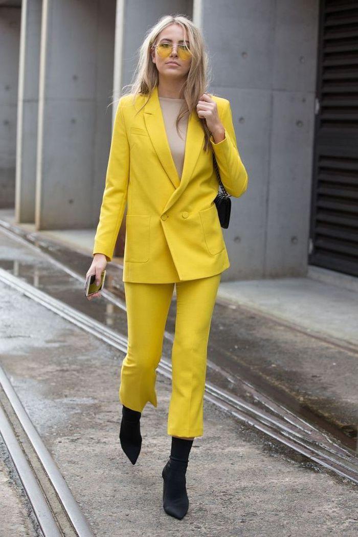 Veste tailleur femme jaune moutarde